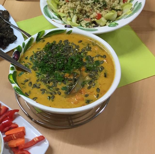 Ayurvedisches Süsskartoffel-Dhal mit Kichererbsen und Spinat